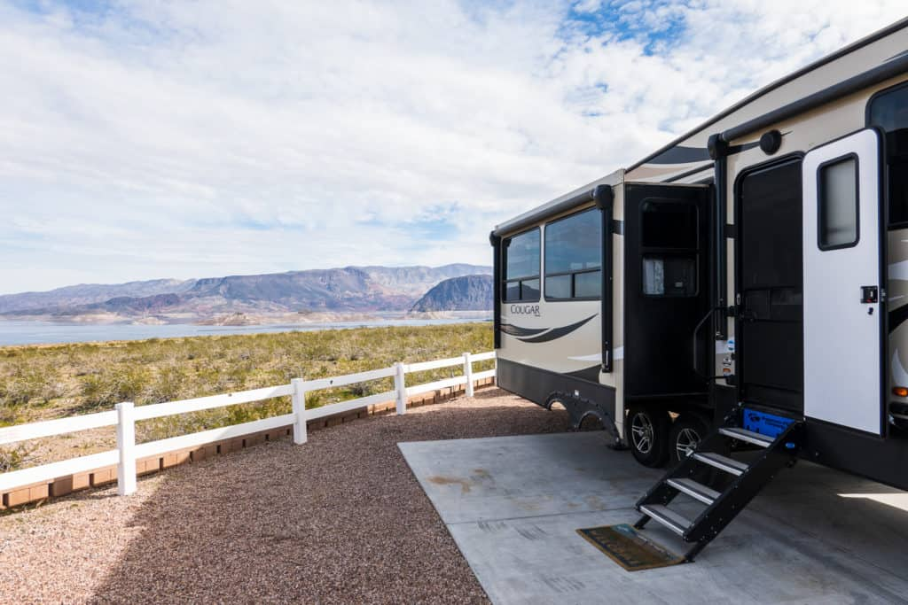 RV at Lake Mead RVing pros and cons